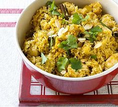 Lush chicken biryani recipe, which is dead easy to make! Goes great with bombay potatoes and naan bread!
