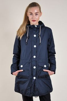 Practical, sporty raincoat
