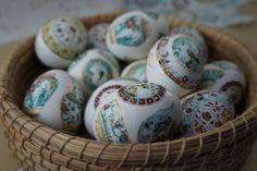 Βαφουμε πρωτοτυπα αυγα με το foodprints.gr!