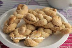 Intorchiate con le mandorle I manicaretti di nonna Lella http://blog.giallozafferano.it/graziagiannuzzi/intorchiate-mandorle/