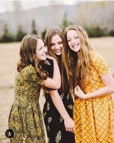 Loving these three teen beauties wearing their LuLaRoe Amelia dresses!!😍 #LuLaRoeteen #lularoeamelia 📷PC: @lindseyfronkphotography Best Friends Shoot, Best Friend Poses, Three Best Friends, 3 Friends, Friend Poses Photography, Photography Women, Three Sisters Photography, Children Photography, Sister Poses