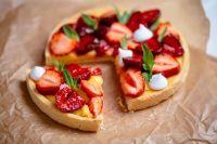 """Τάρτα φράουλας με """"αλεύρι"""" αμυγδάλου"""