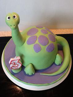 Dinosaur cake (Debbie Brown)