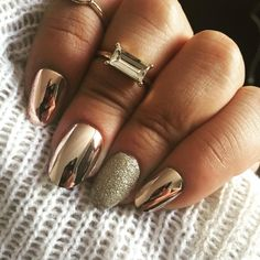 50 magnificent designs of metallic nails that you can try to copy: nail polish addict Chrome Nails Designs, Gold Nail Designs, Metallic Nail Polish, Gold Nail Art, Acrylic Nails, Metallic Gold, Gold Glitter, Mettalic Nails, Pink Gold Nails