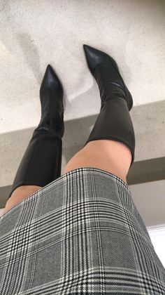 Thigh High Boots, High Heel Boots, Over The Knee Boots, Heeled Boots, Pictures Of High Heels, Shoe Selfie, Sexy Boots, Pretty Shoes, Lady