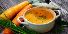Carrot cream soup with apples and coconut milk: it's simply delicious! - Kitchen - Tips and Crafts Dieta Online, Safari Room, Jungle Safari, Carrot Cream, Carrot Ginger Soup, Apple Soup, Barbecue Sauce Recipes, Cream Soup, Honey Recipes