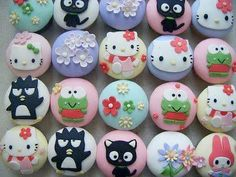 I just love cupcakes, the sweeter the better. Here are some of the cutest cupcakes I could find. See more kawaii cupcakes can be found Bolo Da Hello Kitty, Hello Kitty Cupcakes, Hello Kitty Birthday, Hello Hello, Cupcakes Design, Yummy Cupcakes, Cupcake Cookies, Fondant Cupcakes, Beach Cupcakes