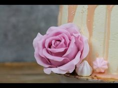 How to make a large fondant rose cake topper: tutorial Fondant Rose, Fondant Flowers, Sugar Craft, Rose Cake, Cake Decorating Tutorials, Gerbera, Cake Toppers, Icing, Make It Yourself