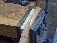 interesting idea - use a vise as a clamp when gluing a scarf joint neck/headstock Jazz Guitar, Cool Guitar, Classical Acoustic Guitar, Acoustic Guitars, Music Sing, Guitar Neck, Got Wood, Cigar Box Guitar, Guitar Building