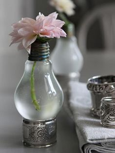 So cool - recycling old light bulbs by turning them into mini flower vases.