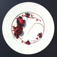 Dessert: chocolate & (deep red) fruits of the forest | Bartosz Fabiś, on Instagram