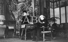 Madrid. Febrero de 1916. En el Teatro de la Princesa. María Guerrero y Pepe Santiago en una escena de la aplaudidísima obra de Jacinto Benavente, «Campo de armiño»