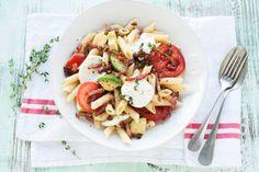 Mozzarella-pastasalade met spekjes - Recept - Allerhande