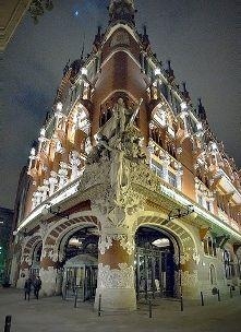 Le Palais de la Musique Catalane, ou en version originale Palau de la Musica Catalana est un édifice à voir absolument à Barcelone, au même titre que la Casa Battló ou la Pedrera de Gaudi. Le palais pourrait bien constituer l'une des plus belles contributions de l'architecte catalan Luis Domenech i Barcelona; Montaner à la ville de Barcelone, en matière d'Art Nouveau du début du 20ème siècle.