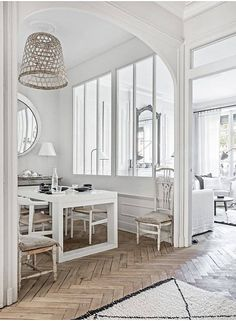 An apartment by the river Saone, in Lyon district 5 by Maison Hand. Photographs by Felix Forest. Decor, Home, City Apartment, House Design, Interior, White Rooms, Dining Nook, House Interior, French Apartment