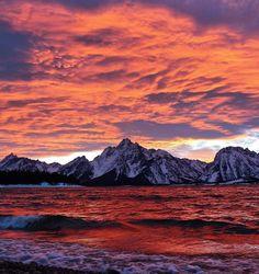 Jackson Lake and the Teton Range in Grand Teton National Park, Wyoming, USA
