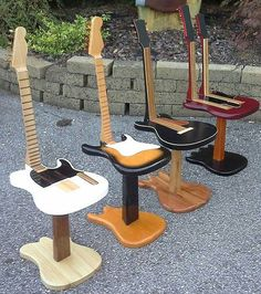 Learning To Play Guitar - Some Tips For Success. If you're impressed by great guitar players, you might be intimidated into thinking playing is not something you can do. However, the guitar stands out fro Guitar Chair, Guitar Room, Guitar Shelf, Music Furniture, Cool Furniture, Cool Diy, Fun Diy, Diy Design, Interior Design