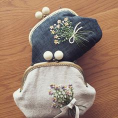 Wonderful Ribbon Embroidery Flowers by Hand Ideas. Enchanting Ribbon Embroidery Flowers by Hand Ideas. Cushion Embroidery, Embroidery Purse, Silk Ribbon Embroidery, Embroidery Hoop Art, Embroidery Stitches, Embroidery Patterns, Frame Purse, Pencil Bags, Fabric Jewelry