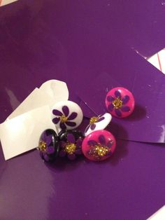 This is a tutorial for placing a vinyl design onto a perler earring made from perler beads or melted pony beads.