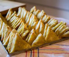 Samosas with leeks, carrots and coconut milk, New Recipes, Vegan Recipes, Snack Recipes, Snacks, Samosas, Batch Cooking, Cooking Time, Good Food, Yummy Food