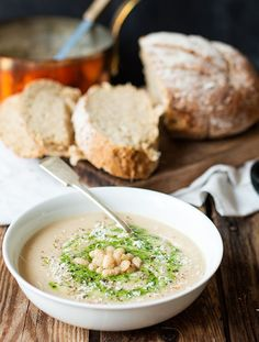White Bean and Pesto Soup - A creamy and comforting vegetarian soup - without the cream! More White Beans, Comforter Vegetarian, Dinners, Parmesan, Creamy, Pesto Soups, Vegetarian Soups, Bean Soup, Beans Soups Craftberry Bush | Haricot bean soup with parmesan and pesto | http://www.craftberrybush.com