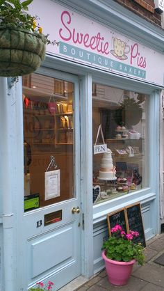 my favourite tea shop in Greater London, @Sweetie Pies in Church Street Twickenham http://3daysinlondon.info/2012/01/07/10-reasons-to-visit-twickenham/