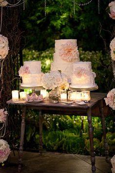 Mini Wedding Cakes with rustic charm