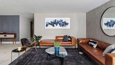 170m2 de elegancia midcentury modern en México. Y un par de sofás de cuero. Conference Room, Table, Furniture, Home Decor, House Decorations, Leather Couches, Vintage Decor, Elegance Fashion, Flats