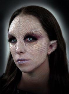 Humanoid from Saggitarius Makeup Fx, Mask Makeup, Scary Makeup, Alien Female, Larp, Hallowen Costume, Costume Ideas, Dark Costumes, Tribal Makeup