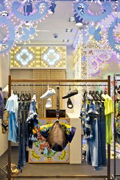 WindowsWear | Dolce, Barcelona, Abril 2013 Visual Merchandising Displays, Visual Display, Fashion Displays, Dynamic Design, Retail Interior, Retail Space, Window Design, Commercial Design, Retail Design