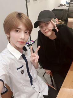 190910 Taehyun and Yeonjun Korean Boy Bands, South Korean Boy Band, Fandom, Young Ones, Kpop, Just Friends, Boy Groups, Boys, Twitter Update