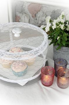 chicken wire and lace to keep bugs away. Folding Coffee Table, Diy And Crafts, Arts And Crafts, Craft Projects, Projects To Try, Christmas Tea, Chicken Wire, Craft Items, Decoration