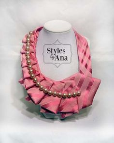 Eine neue Torsion auf dem alten Riegel! :) Die oben Gefahren Krawatten machen eine gewagte Aussage sowie Ihrer täglichen Garderobe ein wenig Pep!