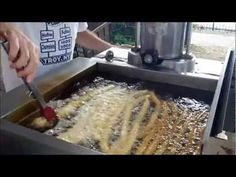 How To Make Churros Recipe - A Delicious Mexican Dessert Puerto Rican Recipes, Mexican Food Recipes, How To Make Churros Recipe, Sausage Pasta, Country Cooking, Easy Desserts, Food Videos, Baking Soda, Churro Recipe