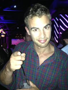 Theo James at the #divergent party. #comiccon2013 (via twitter, IMDB)