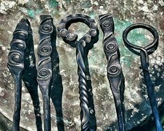 forging projects with gears Forging Knives, Forging Metal, Blacksmith Tools, Blacksmith Projects, Metal Projects, Metal Crafts, Metal Forming, Metal Working Tools, Fireplace Tools