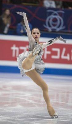 【フィギュアスケート】アリーナ・ザギトワ かわいい画像まとめ - NAVER まとめ Artistic Gymnastics, Gymnastics Girls, Rhythmic Gymnastics, Gymnastics Flexibility, Alina Zagitova, Ice Girls, Ice Skating Dresses, Ice Skaters, Sports Figures