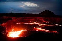 Volcán activo de Erta Ale, en el desierto de Danakil. Alcanza una altura de 613 metros y se le considera en erupción desde 1967.