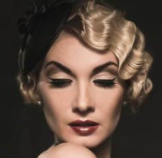 Vintage Hairstyles Hairstyle Tutorial … - Have you been invited to a Great Gatsby themed party? You absolutely need our hairstyle tutorial. You'll get perfect finger waves to impress everyone! Great Gatsby Hairstyles, Retro Hairstyles, Wave Hairstyles, Flapper Hairstyles, Latest Hairstyles, Wedding Hairstyles, Vintage Haircuts, Female Hairstyles, Looks Vintage