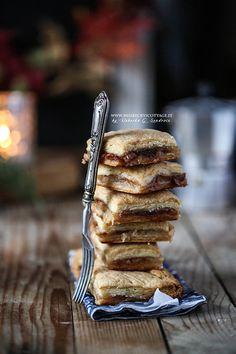 flaky apple pie biscuits