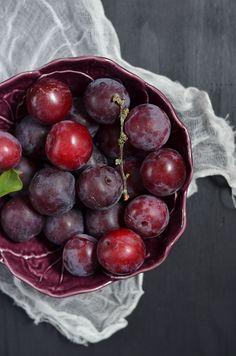 Food   Nourriture   食べ物   еда   Comida   Cibo   Art   Photography   Still Life   Colors   Textures    Plums