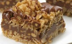 No-Bake Chocolate Oat Bars - Need a sweet treat that doesn't require heat? Try our No-Bake Chocolate Oat Bars! This simple delight whips up quickly and mixes crunch with chocolate taste. == CLICK THROUGH TO SEE! Magic Chocolate, Chocolate Chip Oatmeal, Chocolate Chips, Chocolate Drizzle, Chocolate Oat Bars Recipe, German Chocolate, Chocolate Cream, Delicious Chocolate, Chocolate Cookies