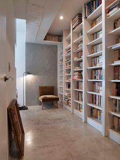 玄関に本棚