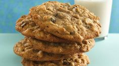 Munch on a cookie jar favorite that's hard to resist. This oatmeal cookie boasts the addition of high-fiber bran cereal.