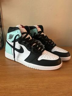 hype shoes Needed something icy for this heat : Sneakers Cute Nike Shoes, Cute Nikes, Nike Air Shoes, Air Jordan Sneakers, Sneakers Nike, Cute Sneakers For Women, Pink Nike Shoes, Popular Sneakers, Nike Shoes Outfits