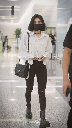 Korean Fashion Styles, Korean Outfit Street Styles, Korean Girl Fashion, Ulzzang Fashion, Korean Outfits, Japanese Fashion, Kpop Fashion Outfits, Tomboy Fashion, Edgy Outfits