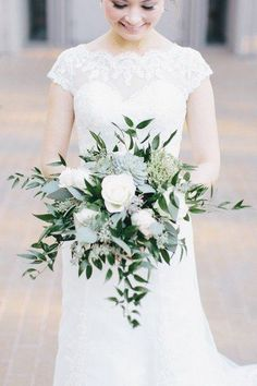 Elegant wedding bouquet idea- succulent wedding bouquet with white flower and greenery {Meredith Parnell} #weddingbouquets