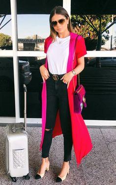 12 looks com um toque fashionista para copiar de Thássia Naves. T-shirt branca, maxi casaco vermelho, cinto gucci, calça preta skinny, sapatilha nude e preta chanel