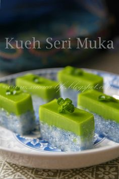 "Kueh Seri Muka is part of Asian desserts Recipe is adapted from Travelling Foodies Kueh Sarlat aka Seri Muka Recipe (adapted from Travelling Foodie who adapts from Rohani Jelani's ""Malaysian Cak - Malaysian Cuisine, Malaysian Food, Asian Snacks, Asian Desserts, Cake Recipes, Dessert Recipes, Pudding Desserts, Dessert Ideas, Nyonya Food"