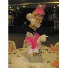 Balloon & feather table centre